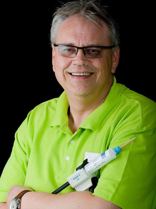 Tandarts, Implantoloog en praktijkeigenaar San Blummel